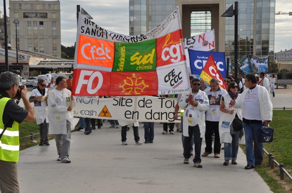 Vœu contre la précarisation de l'emploi dans l'enseignement supérieur et la recherche et renouvellement du soutien au personnel de Sanofi (il a été adopté à l'unanimité lors du CM du 22/07/2013)