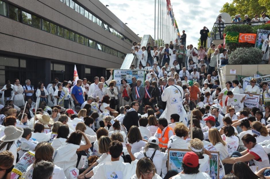 Conflit des salariés de SANOFI : l'intervention de Claudine Troadec-Robert lors de la manifestation du 11 octobre.