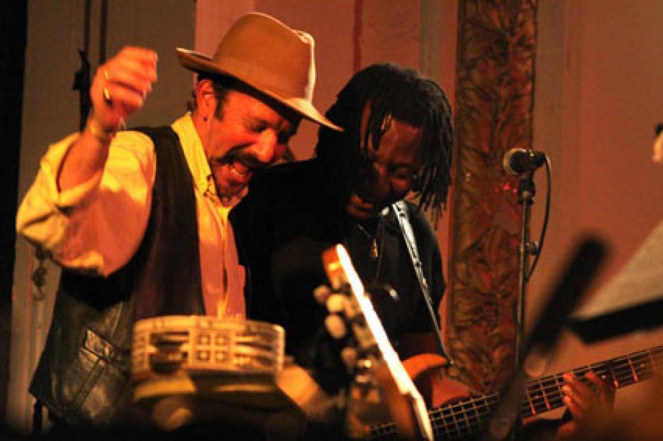 21h (grande scène) : Direction l'Afrique avec le groupe de Féthi Tabet et le groupe Yacoub Afuni.