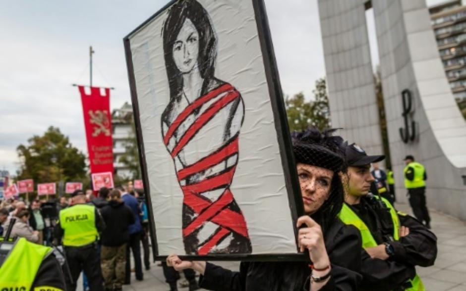 L'IVG, un droit inaliénable: Victoire des polonaises ! (PCF)
